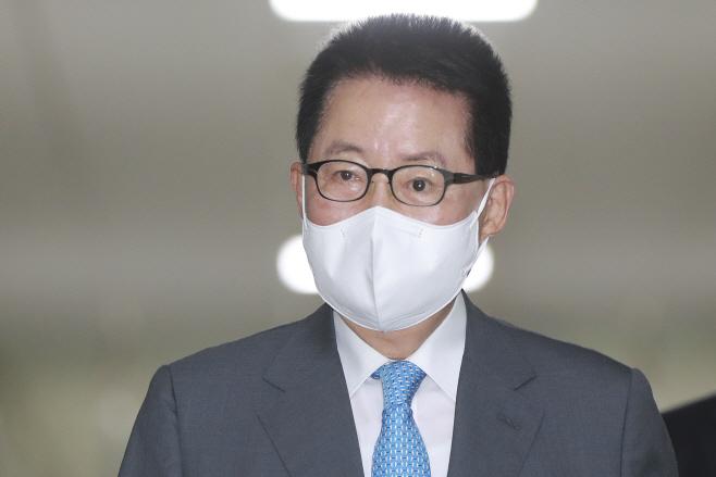 국회 정보위 출석하는 박지원 국정원장