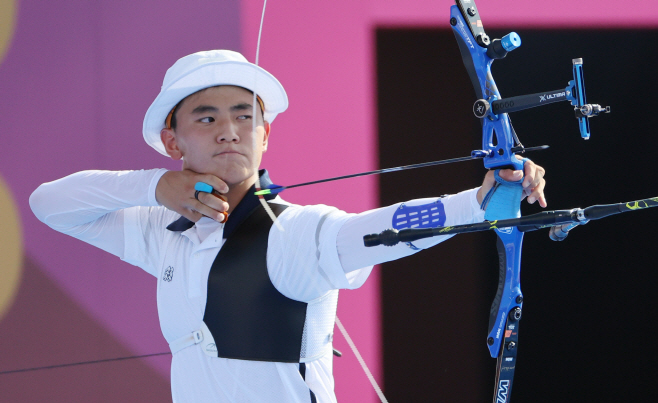 [올림픽] 양궁 김제덕·안산 결승 진출, 은메달 확보