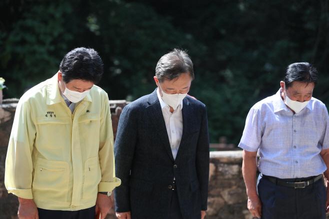 유엔군 화장장 찾은 최재형