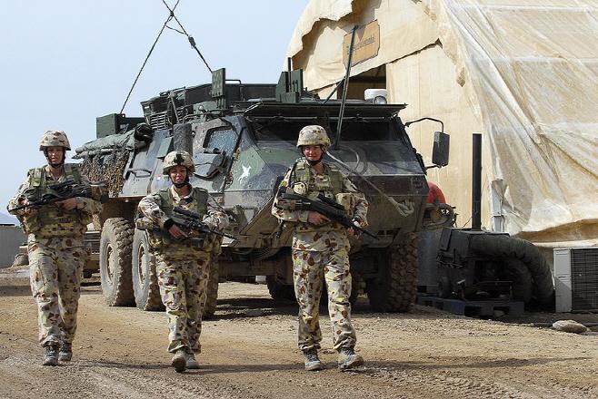 800px-Female_Australian_soldiers_Afghanistan