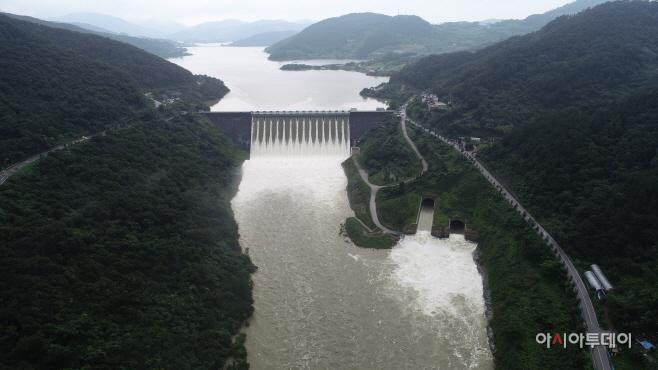 댐 방류사진 (1)