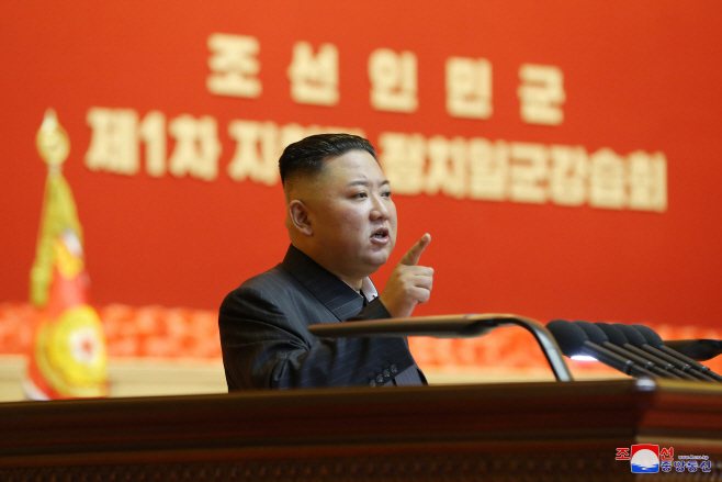 김정은, 사상 첫 전군지휘관 강습 주재…핵 언급 없어