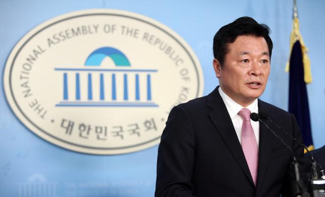 김철근, 미래통합당 입당 선언 기자회견<YONHAP NO-5899>