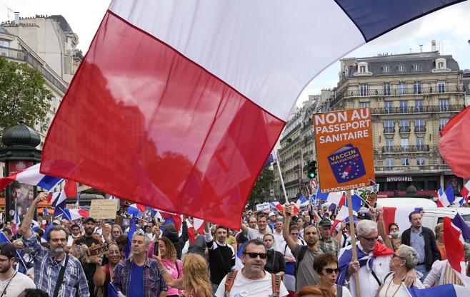 APTOPIX France Virus Outbreak Protests