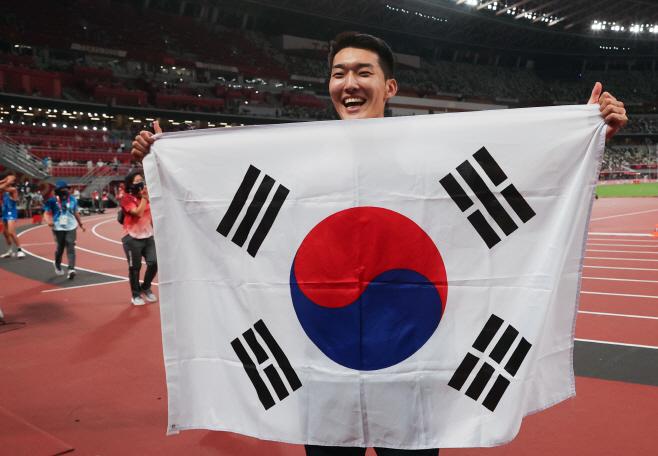 [올림픽] 우상혁, 도쿄올림픽스타디움에 태극 미소