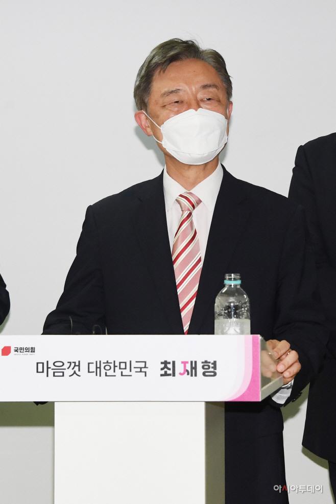 [포토] 선거캠프 프레스룸 오픈데이 인사말하는 최재형 전 감사원장