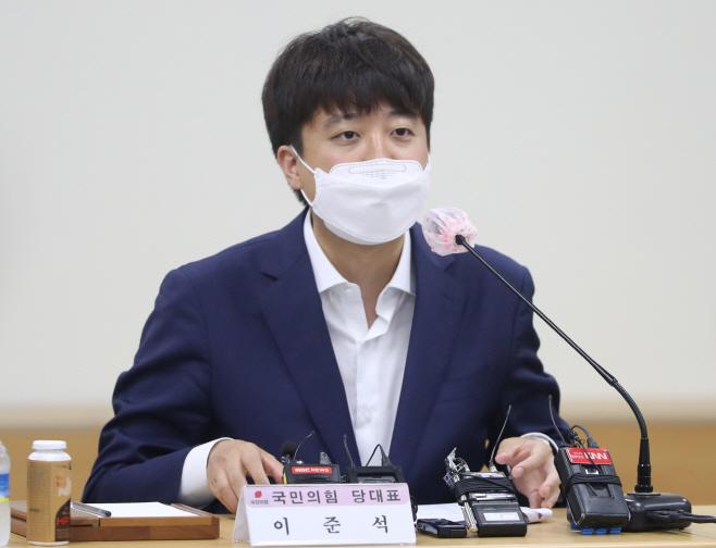 경남지역 언론인 만난 이준석 대표<YONHAP NO-2297>