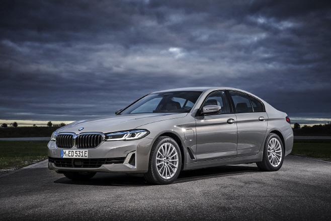 사진1-BMW 뉴 5시리즈_정측면
