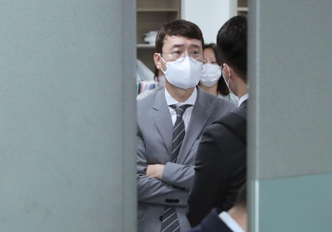 압수수색 항의하는 김웅 의원