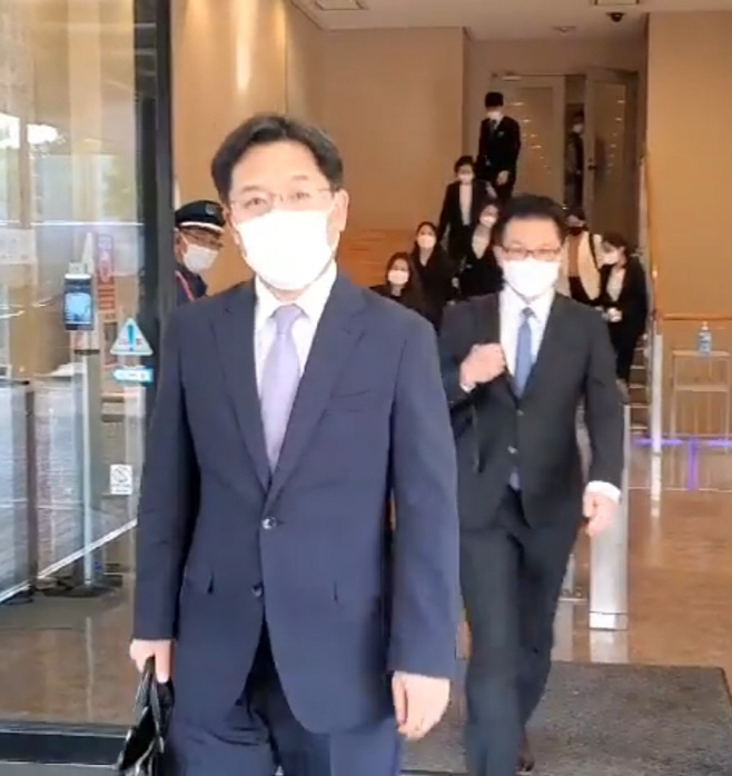 한일 북핵 수석대표 회담 끝나고 나오는 노규덕 본부장