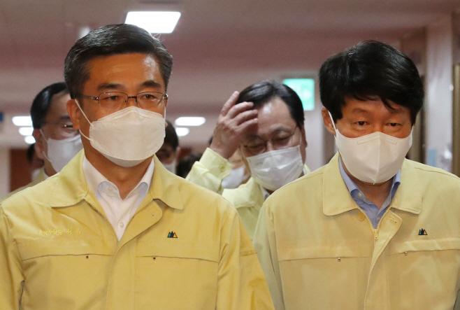 국무회의 참석하는 안경덕 장관과 서욱 장관
