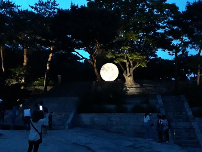 창경궁 보름달 설치