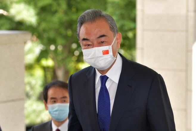회담장 향하는 왕이 중국 외교부장