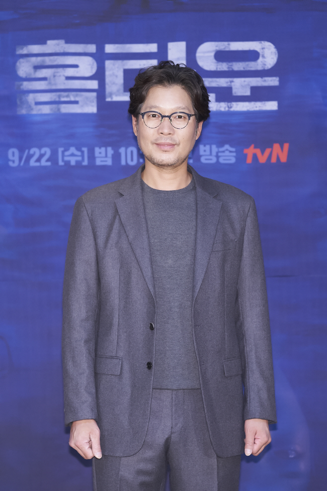 유재명_tvN 홈타운(1)