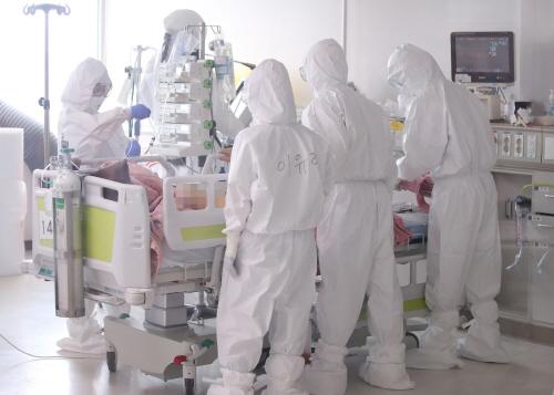 코로나 4차 대유행, 오늘도 계속되는 의료진들의