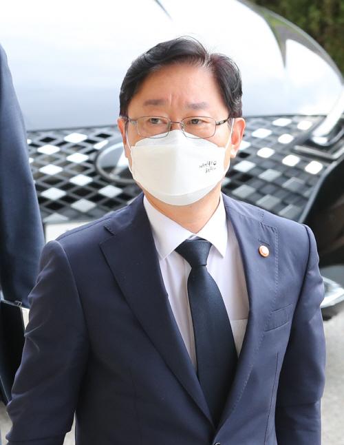 출근하는 박범계 법무부 장관<YONHAP NO-3424>