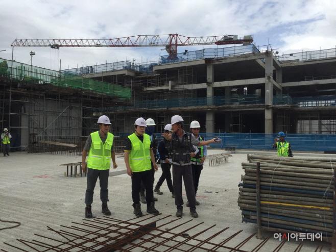 지난해 1월 싱가폴 WHC 현장을 방문한 김석준 회장