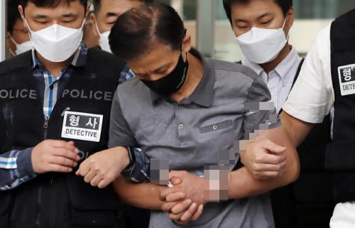 이송되는 '전자발찌 살인' 강윤성