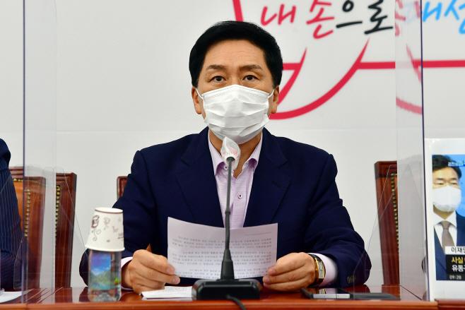 최고위원회의에서 발언하는 김기현 원내대표