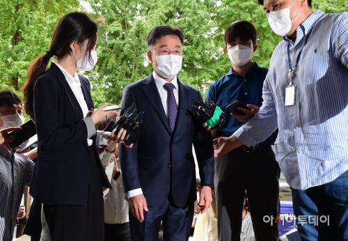 화천대유 최대 주주 김만배, 경찰 출석