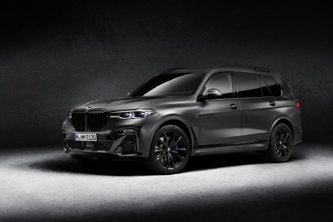 사진1-BMW 샵 온라인 10월 모델 공개_X7 M50i 프로즌 블랙