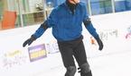 임영웅, 빙판 위에서도 빛나는 기럭지·미소 '독보적'