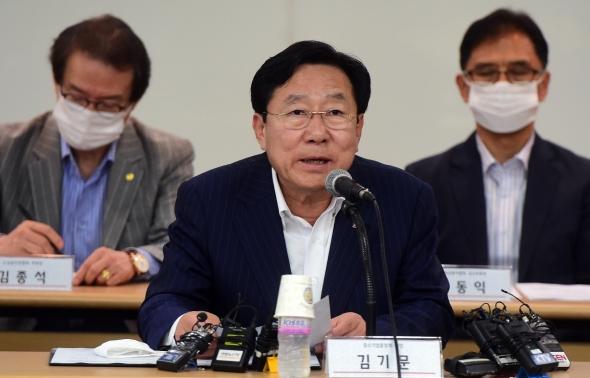 발언하는 김기문 회장