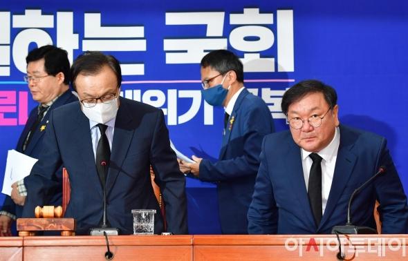 '박원순 시장 애도' 검은 넥타이 맨 이해찬-김태년