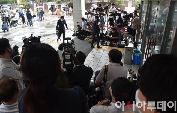 故 박원순 안치된 장례식 앞 취재진