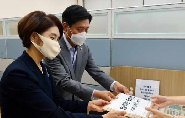 민주당 1호 당론법안 '일하는 국회법' 발의