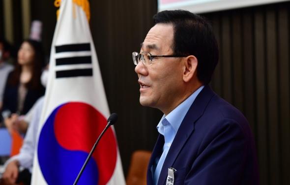 의원총회 발언하는 주호영 원내대표