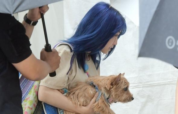 트와이스 모모, 귀여운 강아지 안고!