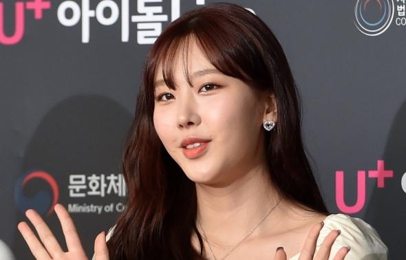 모모랜드 나윤, 손 인사~