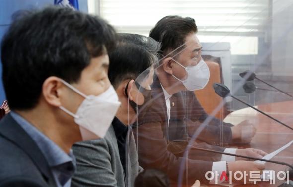 국정원법 개정안 설명하는 민주당 정보위원들