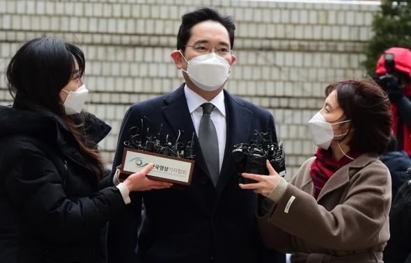 이재용, 법원 출석…국정농단 파기환송심 선고