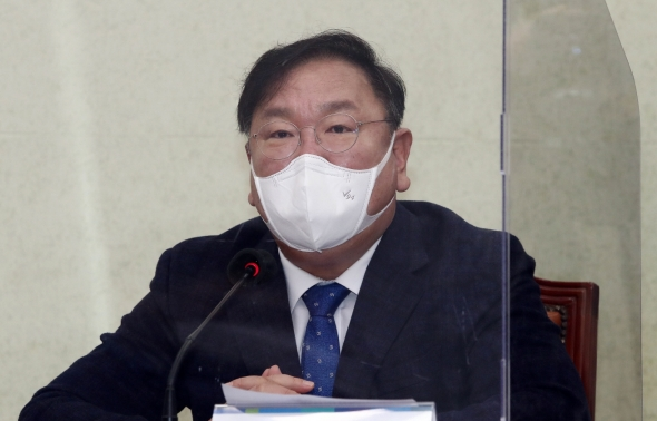 발언하는 김태년 원내대표