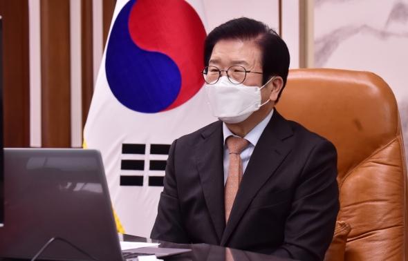 발언하는 박병석 국회의장