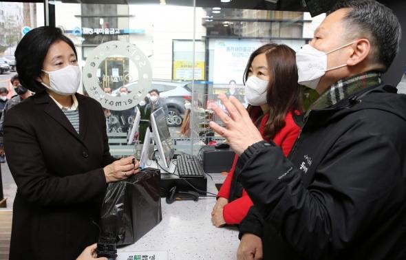 미래형 스마트슈퍼 찾은 박영선 전 장관