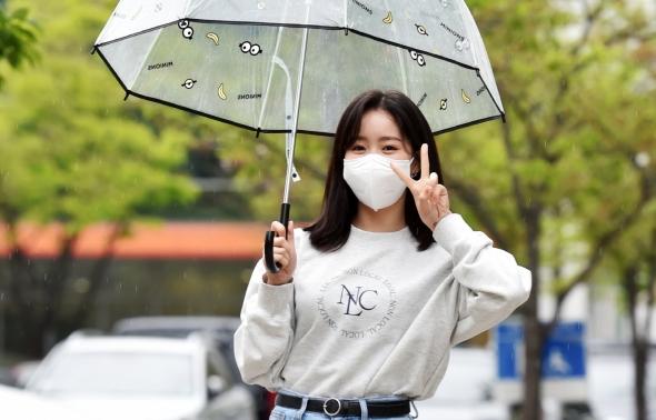 진지희, 비오는 날에도 깜찍하게!
