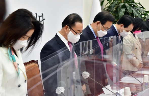 국민의힘 '제61주년 4.19혁명 추모 묵념'