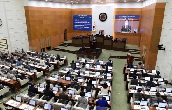 오세훈, 서울시의회 임시회 참석
