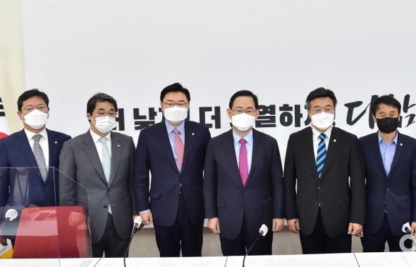국민의힘 찾은 윤호중 민주당 비상대책위원장