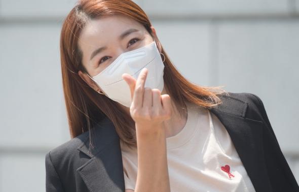 소이현, '이거 받으세요~'