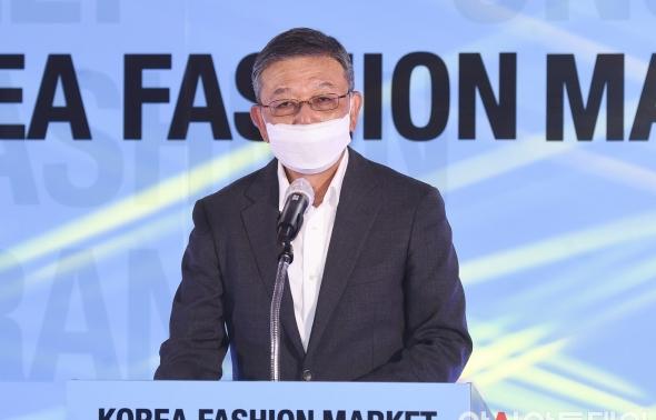 축사하는 한준석 한국패션산업협회 회장